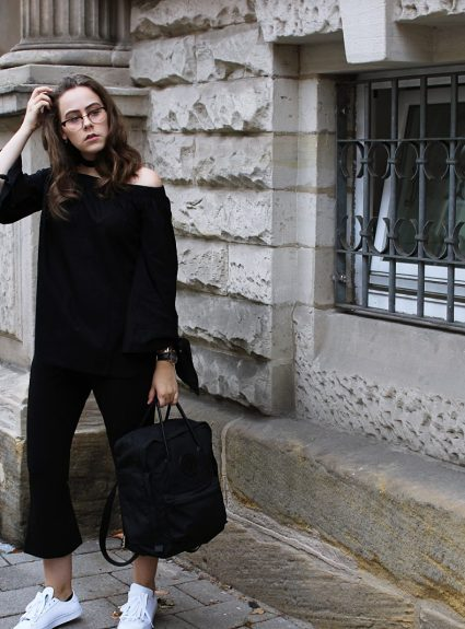 OUTFIT : KICK FLARE PANTS & OFF SHOULDER KNOT BLOUSE // WENIGER IST MEHR